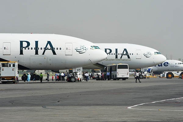 US bans PIA operations over licence issue