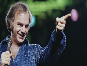 Neil Diamond gives surprise performance 2 years after retiring due to Parkinson's disease.