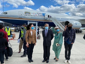 Dr. Asad Majeed Khan, the Ambassador of Pakistan to the United States bid farewell to the students at the Dulles International Airport.