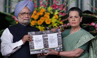 PM unveils UPA�s report card, assures probe into scams