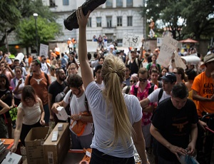 University of Texas Students Find the Absurd in a New Gun Law