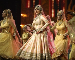 IIFA Awards 2018: Rekha brings the house down, Bollywood superstars break into massive cheer