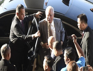 Malaysia ex-PM, ex-treasury, spy chiefs charged with graft.
