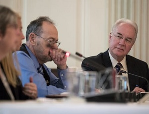 HHS Secretary Tom Price apologizes for chartered flights, says he\'ll pay for them.