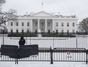 White House fence-jumper rattled door handle, roamed grounds for 16 minutes