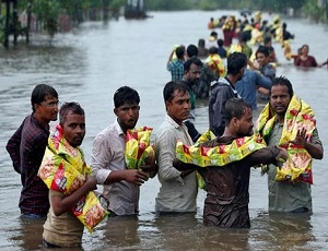 Floods kill 120 in Gujarat, with industry, cotton hit.