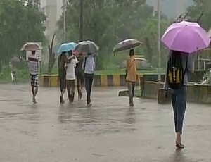 Heavy rains expected in Mumbai today; road, rail traffic likely to be hit