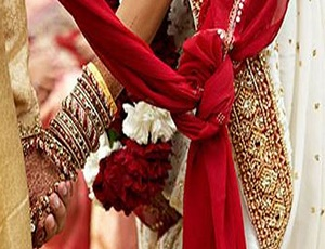 More than 350 couples tie the knot in Gujarat, West Bengal in mass weddings.