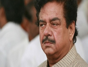 Shatrughan Sinha\'s house under BMC scanner, illegal extensions demolished.