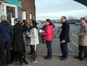 Dutch election: Voters go to the polls in key test for populists