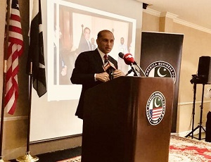 Ambassador Aizaz Ahmad Chaudhry speaking at an interactive Dialogue with Pakistani community in Houston ​on​ 04 May 2018.