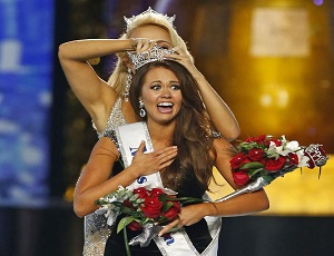 Miss America Cara Mund claims she's been bullied, silenced by pageant executives.