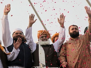 'Azadi March a national movement', says Fazl as caravan heads to Islamabad