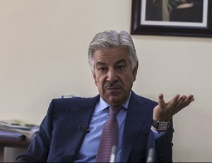 Khawaja Asif warns Zardari, Bilawal against taunting Nawaz Sharif.