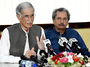 Govt will enforce its writ if \'Azadi march\' held, warns Khattak