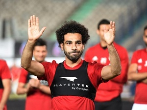 Injured Salah provides hope to Egypt fans