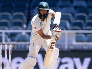 Johannesburg Test: South Africa edge ahead on second day