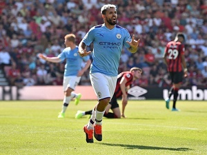 Aguero reaches 400 goals in City stroll