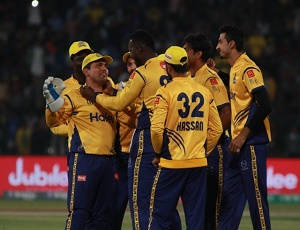 Peshawar beat Karachi to qualify for PSL3 final
