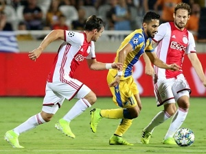 Ajax finishes with 10 men and a goalless draw in Cyprus