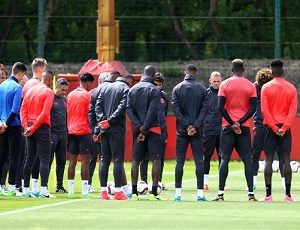 Manchester blast: Manchester United hold a minute's silence; cancel Europa League final press conference