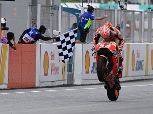 Marquez wins, Rossi crashes out of lead