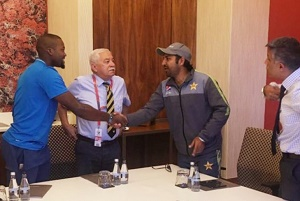 Sarfraz apologises to Phehlukwayo in person