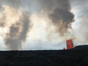 Lava flow from spewing fissure threatens key escape route on Hawaii\'s Big Island