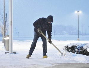 Chicago, Detroit to see up to a foot of heavy snow; travel chaos expected.