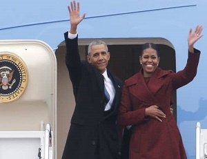 Obamas' flight to Palm Springs diverted because of weather